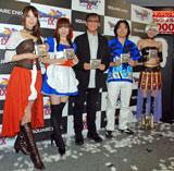 (写真左から)ルイーダ、リッカ、ゲームデザイナーの堀井雄二氏、ゲームプロデューサーの市村龍太郎氏、ラヴィエル (C)ORICON DD inc.
