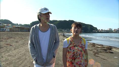 夫と海辺で散歩