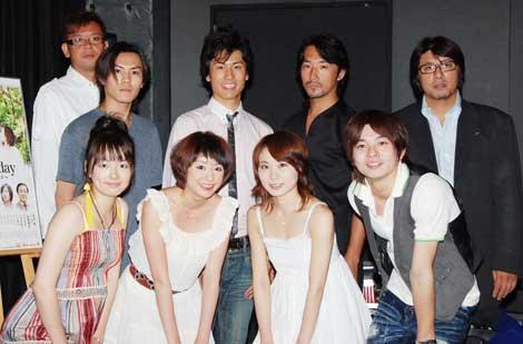 映画初出演となった土岐田麗子(前列左から2人目)をはじめとしたキャスト陣(C)ORICON DD inc.