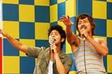 カラオケで「アジアの純真」を熱唱する妻夫木聡とハ・ジョンウ(C)2008『The Boat』フィルム・コミッティ