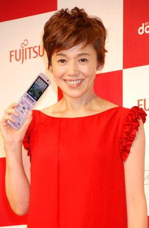 サムネイル 『らくらくホン6』新機種記者発表会に出席した、大竹しのぶ (C)ORICON DD inc.