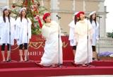 映画『クリスマス・キャロル』ツリー点灯式に登場し、歌声を披露するハリセンボン (C)ORICON DD inc.