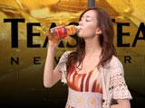 『TEAS'TEA ベルガモット&オレンジティー』CMに出演する水川あさみ
