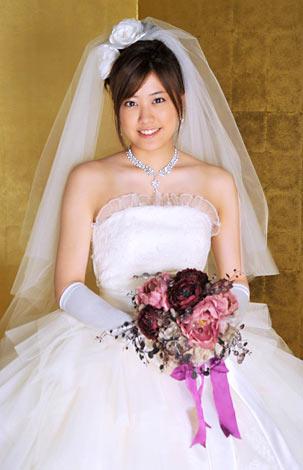 ウェディングドレスを着た福田沙紀