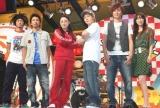 映画『ごくせん THE MOVIE』の主題歌を歌うAqua Timezと仲間由紀恵 (C)ORICON DD inc.