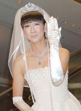 映画「あなたは私の婿になる」公開記念イベントで指輪をはめたポーズをとる虻川美穂子(C)ORICON DD inc.