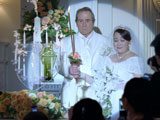 『BOSS』新CMで結婚式を挙げる宇宙人ジョーンズと渡辺えり