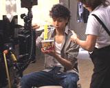 水嶋ヒロが出演している『スーパーカップ1.5倍』CMのメイキングカット