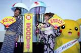(写真左から)湯山邦彦監督、中川翔子、ピカチュウ