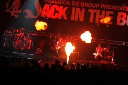 VAMPS(写真・畔柳ユキ、河本悠貴、Sumie) ※JACK IN THE BOX 2009 SUMMER