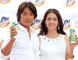 (左から)反町隆史と前田典子