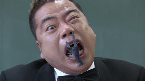 「芸人ハイスクール」でザリガニと闘う出川哲朗