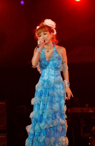 ブルーの衣装 ※a-nation09
