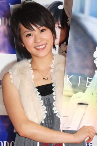 サムネイル 2010年度カレンダー発売記念握手会を行った、北乃きい (C)ORICON DD inc.