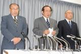 会見を行ったサンミュージック(左から)伊藤栄志専務、相澤正久社長、相澤秀禎会長 (C)ORICON DD inc.