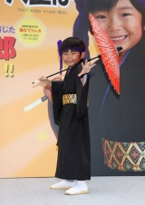 歌手デビューイベントで番傘を手にポーズを取る加藤清史郎