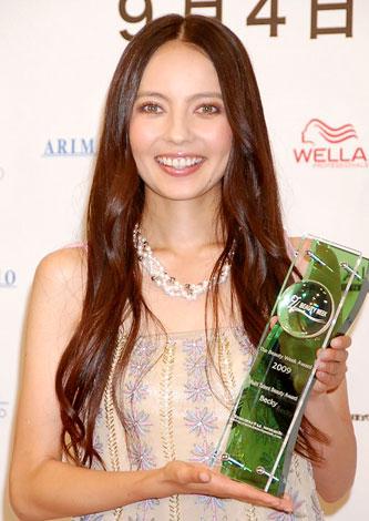 サムネイル 第6回『The Beauty Week Award』を受賞したベッキー