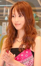 映画『大洗にも星はふるなり』の記者会見に出席した戸田恵梨香