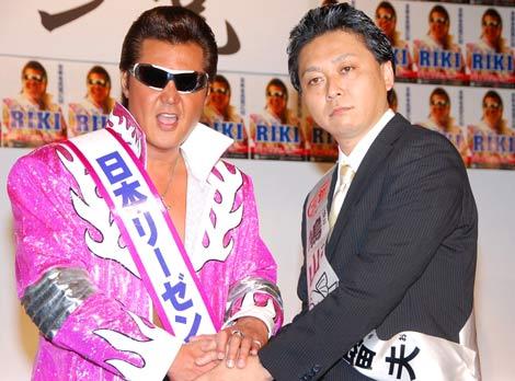 """""""リーゼン党""""発足記者会見に登場した、(左から)RIKI、鳩山来留夫 (C)ORICON DD inc."""