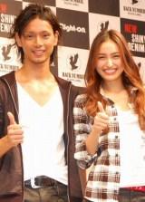 ファッションブランド『Right-on』新CM制作発表会に出席した、(左から)水嶋ヒロ、長谷川潤 (C)ORICON DD inc.