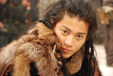 小栗旬のオフショット (c)2009 Tristone Entertainment, inc. (c)2009「TAJOMARU」製作委員会