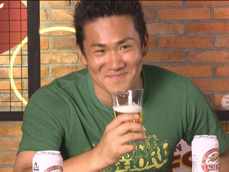 照れ笑いを浮かべながらトークを展開する楽天・田中将大投手/キリンビール新CM