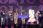 キティちゃんと『2009ミス・ユニバース日本代表』宮坂絵美里さんも祝福