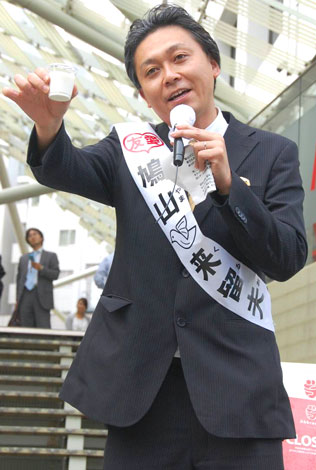 『ケフィア』PRセレモニーに出席した、民主党・鳩山由紀夫代表のソックリ芸人・鳩山来留夫 (C)ORICON DD inc.