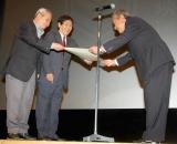 """『第2回 したまちコメディ映画祭in台東』クロージングセレモニーでコント55号が""""コメディ栄誉賞""""を受賞、授賞式の様子 (C)ORICON DD inc."""