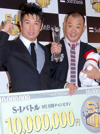 9月度『S-1バトル』王者に輝いたTKO(左から木本武宏、木下隆行) (C)ORICON DD inc.