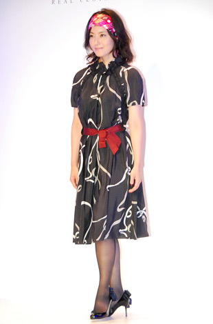 ドラマ『リアル・クローズ』の制作発表時に行われたファッションショーに登場した真野裕子 (C)ORICON DD inc.