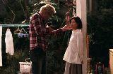 夫婦を演じる豊川悦司と薬師丸ひろ子『今度は愛妻家』の1シーン(C)2010 映画「今度は愛妻家」製作委員会