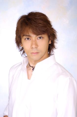 サムネイル 『激走戦隊カーレンジャー』のレッドレーサー(陣内恭介)を演じていた俳優の岸祐二