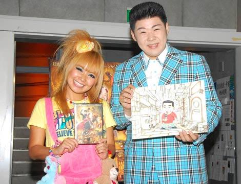映画『エンバー 失われた光の物語』DVDリリース記念舞台あいさつに出席した、(左から)浜田ブリトニーと大江裕 (C)ORICON DD inc.