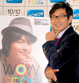 来日予定の韓国俳優チョン・ウソンの到着が遅れたため、単独で取材に応じた石田純一 (C)ORICON DD inc.