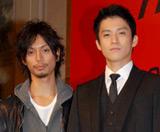 フジテレビ系ドラマ『東京DOGS』の制作発表会見に出席した(左から)水嶋ヒロ、小栗旬 (C)ORICON DD inc.