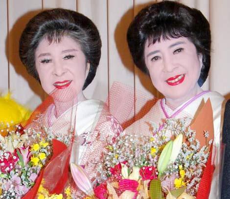 映画『こまどり姉妹がやって来る ヤァ!ヤァ!ヤァ!』完成披露試写会に出席した、こまどり姉妹 (C)ORICON DD inc.
