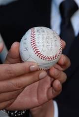 メジャーリーガー・松坂大輔投手から贈られたメッセージつきのボール