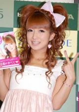 著書『辻ちゃんのリボンDays』の発売記念イベントを行った、辻希美 (C)ORICON DD inc.