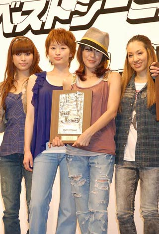 『ベストジーニスト2009』の協議会選出女性部門を受賞した、SPEED (C)ORICON DD inc.