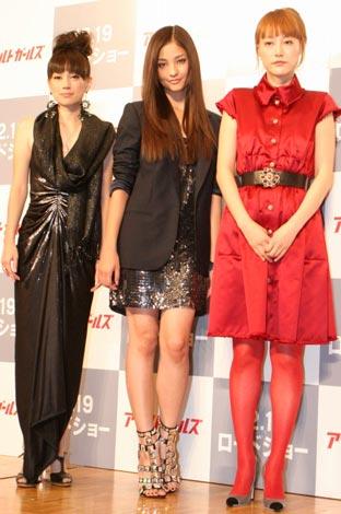 映画『アサルトガールズ』の完成披露会見に出席した、(左から)佐伯日菜子、黒木メイサ、菊地凛子 (C)ORICON DD inc.