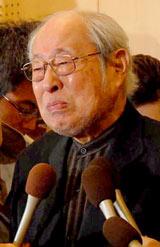 涙をこらえながら、死去した妻・南田洋子さんについて語る長門裕之