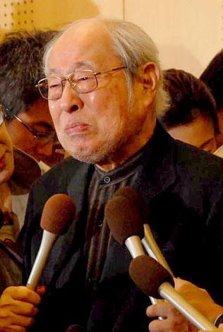 涙をこらえながら、死去した妻・南田洋子さんについて語る長門裕之 (C)ORICON DD inc.