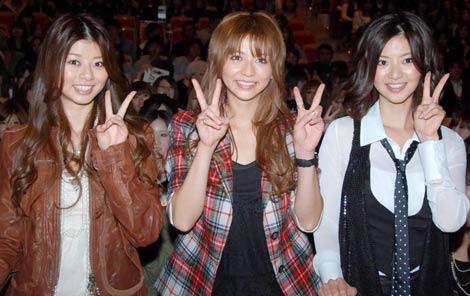 『大妻千代田祭09』でトークショーを行った(左から)えれな、香里奈、能世あんな (C)ORICON DD inc.