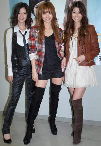 『大妻千代田祭09』でトークショーを行った(左から)能世あんな、香里奈、えれな (C)ORICON DD inc.