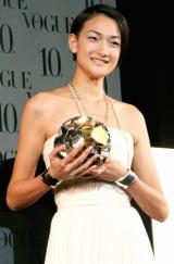 第5回『VOGUE NIPPON Women of the Year 2009 & Decade 2009』に出席した、冨永愛 (C)ORICON DD inc.