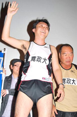 映画『風が強く吹いている』の試写会イベントに乱入した、鳩山来留夫とガッツ石松 (C)ORICON DD inc.