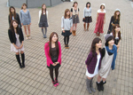 ビデオ撮影のために勢ぞろいした有名5大学17名のミス・キャンパス候補たち