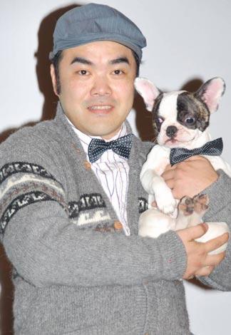 映画『いぬばか』の舞台あいさつに登壇した前田健と、共演を機に飼い始めたジダン (C)ORICON DD inc.