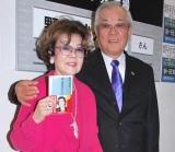 著書『新・冠婚葬祭入門』の発売記念イベントを行った、(左から)野村沙知代&克也夫妻 (C)ORICON DD inc.